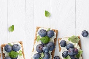 ricotta-blueberry-crisps